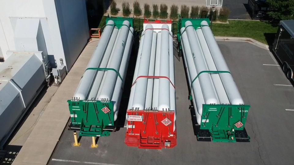 Hydrogen tanks for data center